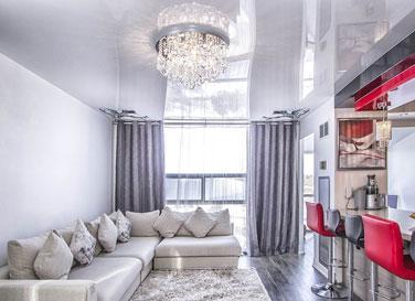 Глянцевый потолок в комнату 20 м²