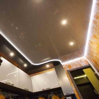 Парящий натяжной потолок в кухней