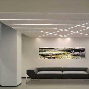 Парящие линии на потолке в холле