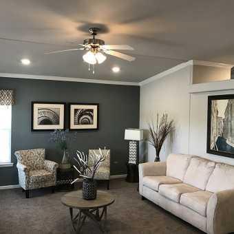 Светло серый матовый потолок