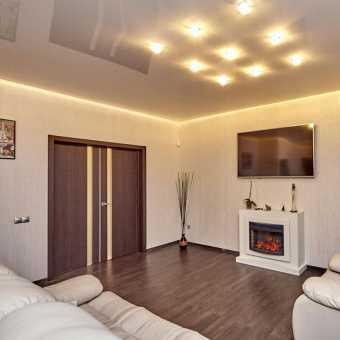 Парящий потолок в интерьере гостиной
