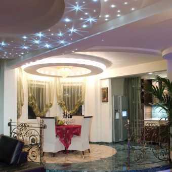 Многоуровневый потолок Сrystal ceilingс кристаллами в частном доме