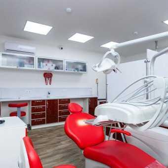 Натяжной потолок Натяжные потолки TEQTUM в стоматологическом кабинете
