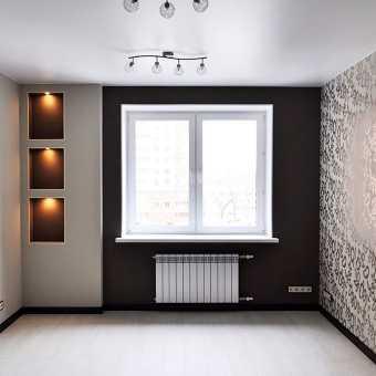 Сатиновый белый потолок в комнате