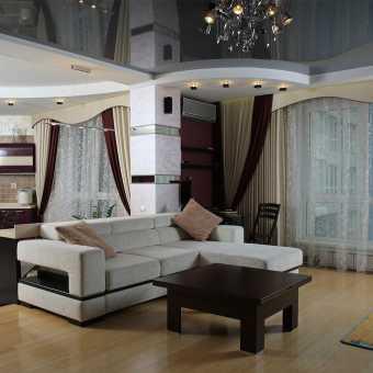 Двухуровневый черный натяжной потолок в гостиной