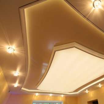 Двухуровневый потолок с подсветкой и светильниками