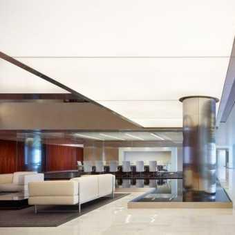 Световой потолок в гостинице