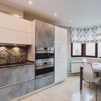 Сатиновый потолок из полотна MSD Premium в кухне