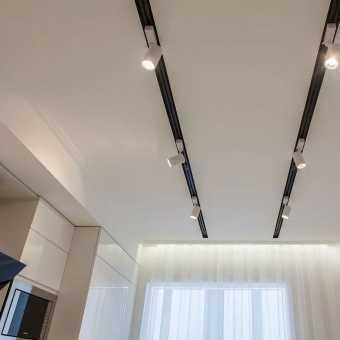 Ниши Lumfer в натяжном потолке со спотами