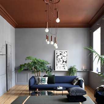 Коричневый матовый потолок