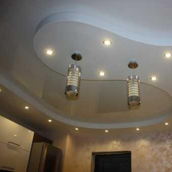 Криволинейный двухуровневый натяжной потолок