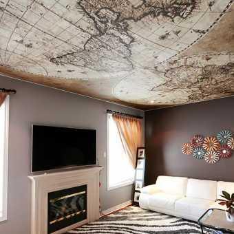Натяжной потолок с фотопечатью географическая карта в гостиной